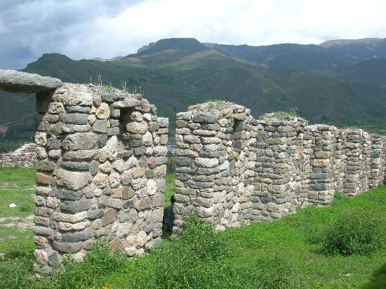 Just a short hike from Yanque are the Uyo Uyo ruins